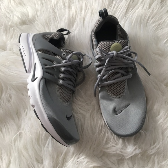 Brand new authentic Nike prestos youth 7